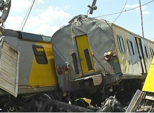 Rush hour train collision in South Africa leaves32people injured
