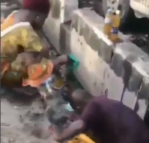 Shocking video of Lagosians scooping vegetable oil that spilled into a gutter