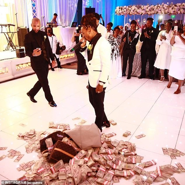 US singer Jacquees drops two bags stuffed with $100,000 in cash onto the dance floor as wedding gift to his mother (Video)