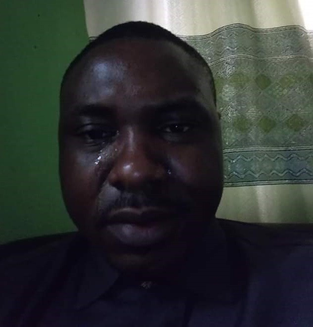 """""""Last year 25th December I didn't have what to eat, slept in someone's laundry shop""""- Nigerian man cries tears of joy as he celebrates Christmas in his own house as a married man"""