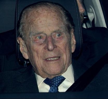 Prince Philip, 97, involved in a car crash in Sandringham (photos)
