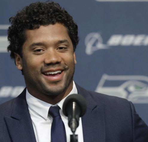 Ciara's hubby, Russell Wilson gifts his Seahawks teammates $12,000 each