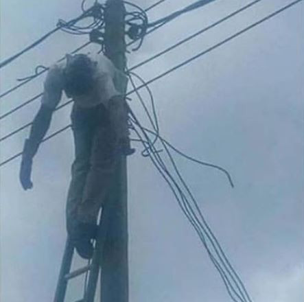 Graphic Photo: Costly mistake leads an electrician to get electrocuted in River State
