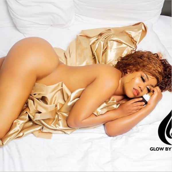 Toyin Lawani flaunts glowing body as she poses completely nude in new racy photo