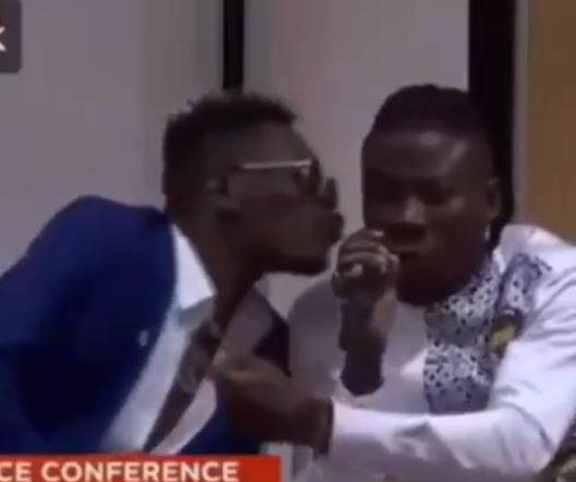 Video: Shatta Wale plants a kiss onStonebwoy during their 'Peace' press conference