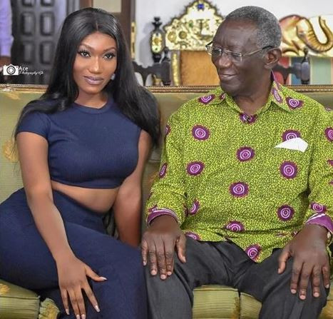This new photo of Ghana's ex-president John Kufuor and singer, Wendy Shay is causing a lot of ripples online