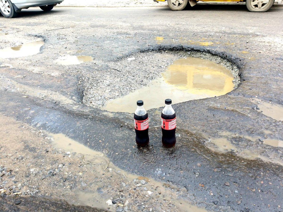 Nigerian lawyer celebrates potholes that keeps expanding with soda lindaikejisblog 4