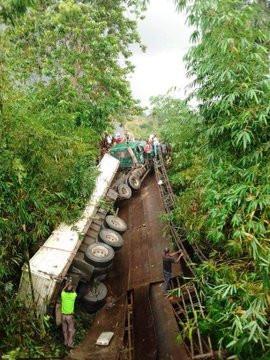Mbiaso-Ikot Ukpong Bridge in Akwa Ibom State collapses lindaikejisblog 2