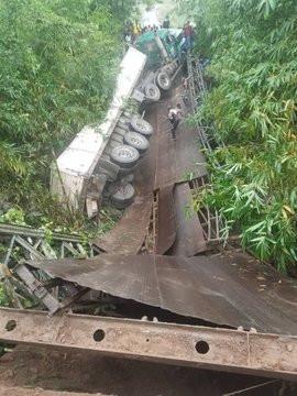 Mbiaso-Ikot Ukpong Bridge in Akwa Ibom State collapses lindaikejisblog 4