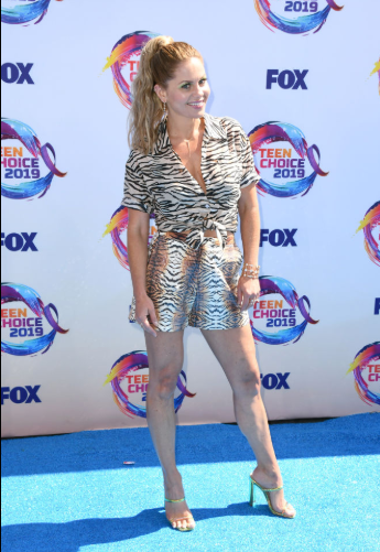 Red carpet moment from 2019 Teen Choice Awards lindaikejisblog 3