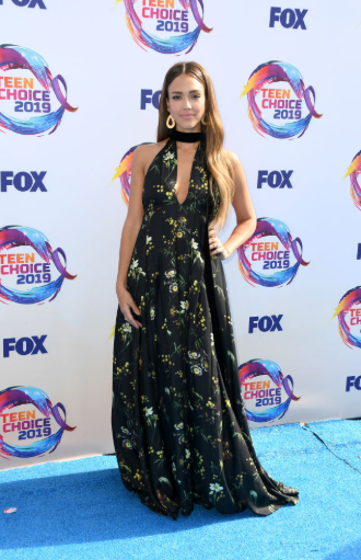 Red carpet moment from 2019 Teen Choice Awards lindaikejisblog  5