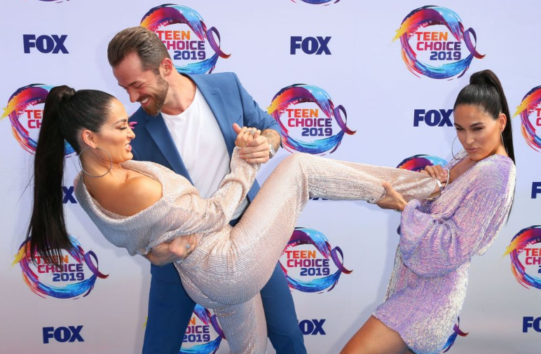 Red carpet moment from 2019 Teen Choice Awards lindaikejisblog 15