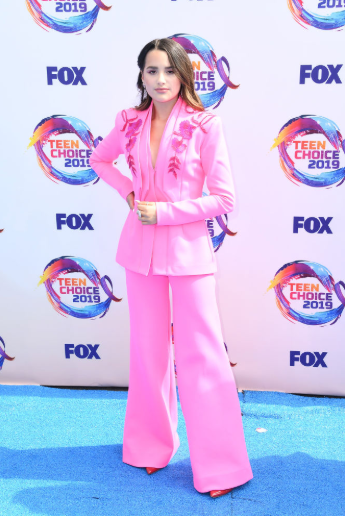 Red carpet moment from 2019 Teen Choice Awards lindaikejisblog 24