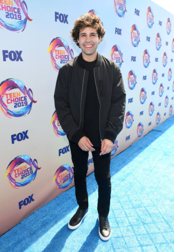 Red carpet moment from 2019 Teen Choice Awards lindaikejisblog 25