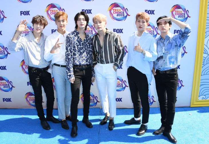 Red carpet moment from 2019 Teen Choice Awards lindaikejisblog 30