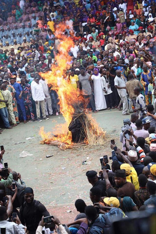 Ogun Masquerade, Danafojura gets burnt at event lindaikejisblog 3