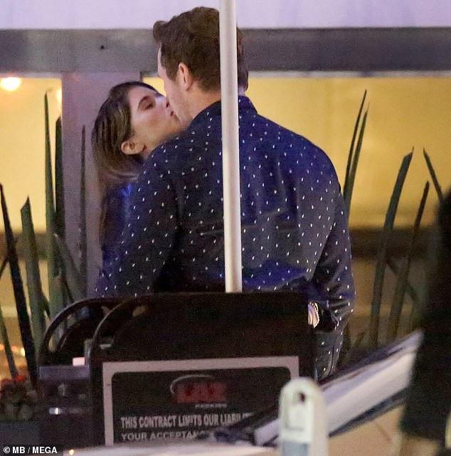 Actor Chris Pratt and wife Katherine Schwarzenegger share steamy kiss after their dinner date in Malibu (Photos)