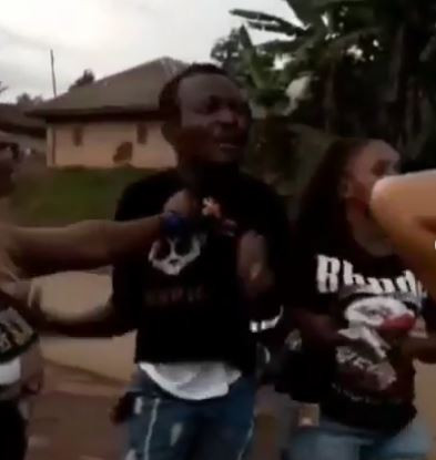 Three female friends team up to beat up a man in Cameroon after they discover he's been secretly dating all of them (Video)