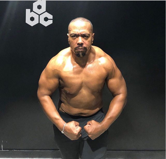 Legendary music producer Timberland, 47, flexes his muscles in new photo