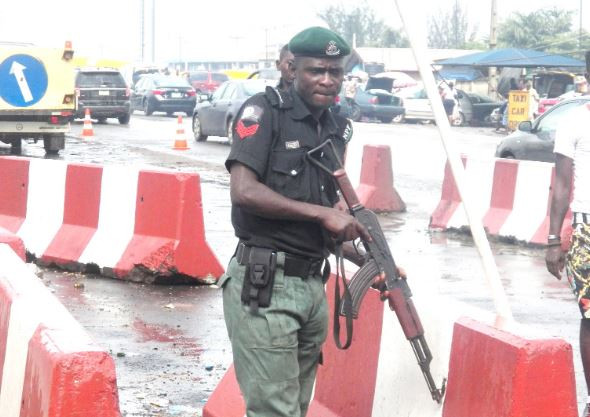 Photos from the partial closure of Lagos-Ibadan expressway