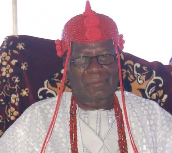 Angry youthsattackthe palace of Oba Aderemi Adefehinti in Ondo State