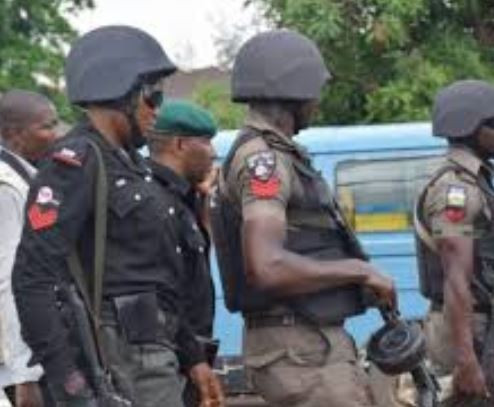 Drunk police officerstabs nine people at a night club inOndo State