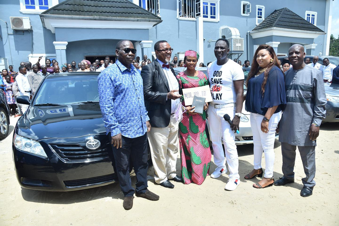 Jeremiah Omoto Fufeyin Foundation roll out cars, scholarship, cash worth N45 Million to workers, others