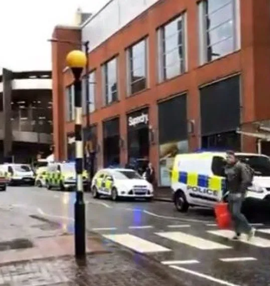 Manchester shopping centre evacuated and 'shut down' following reports of 'multiple stabbings'