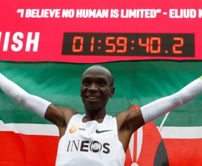 Breaking: Kenya'sEliud Kipchogebecomes the first athlete to run a marathon in less than two hours