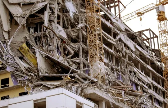 One dead, threemissing after 18-storeyhotel under construction in New Orleans collapse
