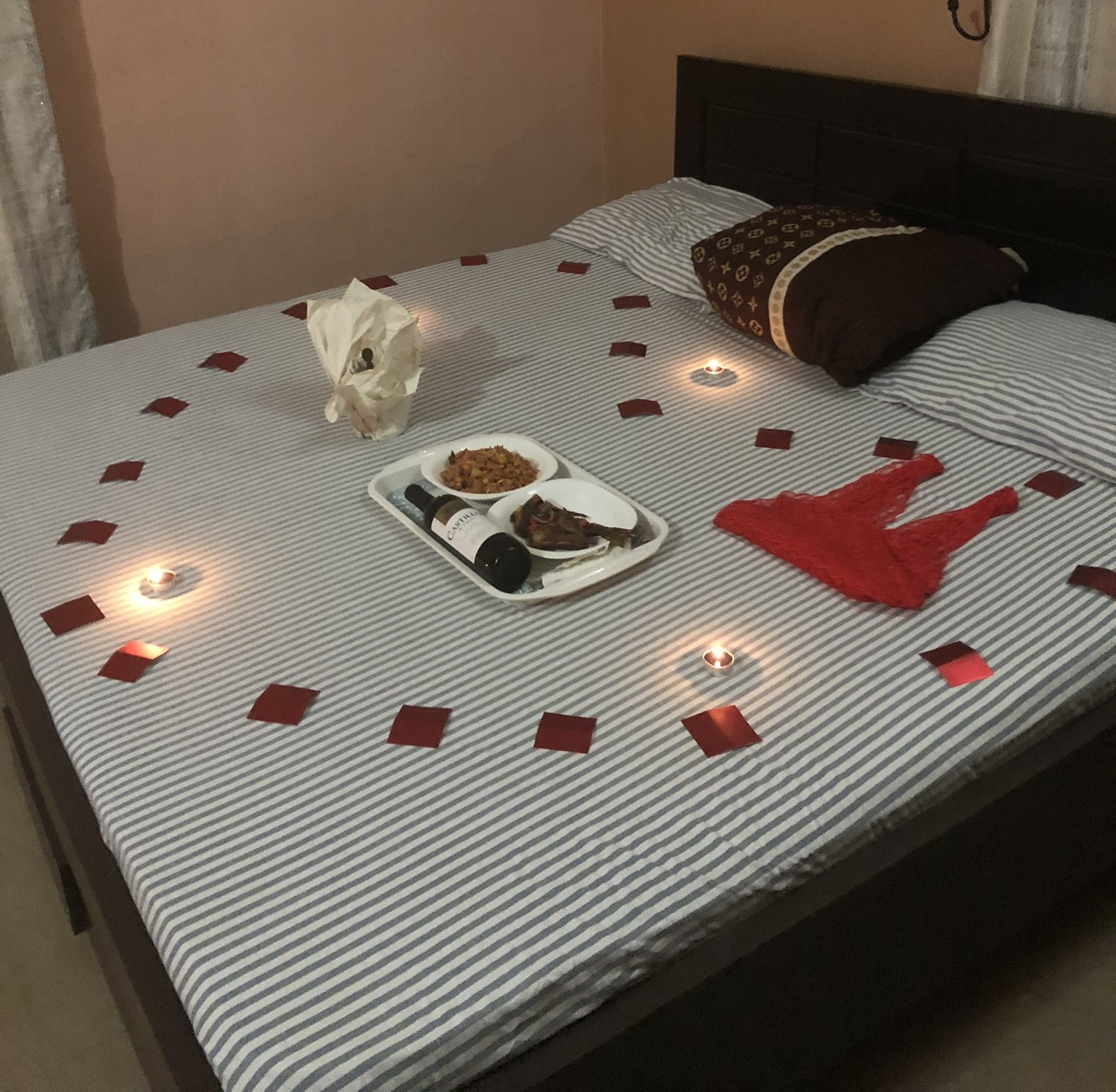 See the sweet romantic surprise a lady received from her man