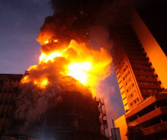 Update:Policeman dies as burning building collapses in Lagos