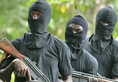 A nursing mother and five others has been abducted by gunmen suspected to be kidnappers in Kaduna State. The incident, which happened at Unguwar Dan Mani, Igabi Local Government Area of the State, was made public on Wednesday night. It was learnt that, when the gunmen stormed the area, they began shooting sporadically. A ward head in the community, who does not want his name in print, confirmed the incident to DAILY POST, saying the whole community is in shock due to the abduction. He said the gunmen were shooting sporadically throughout the night as they went from house to house, picking their victims. We are now in confusion because those abducted were four males and two women. Among the women was a nursing mother known in this community as Matar Ghali. They took her away while the husband Ghali escaped. Gambo and Bukar are among those abducted. These are all poor people and so far we have identified six people that were abducted, he said. He said the kidnappers called the wife of one of the victims demanding N10 million ransom. He appealed to Governor Nasir El-Rufai to come to the aid of the community by providing security in the area. When contacted, the spokesman of the police in the state, DSP Yakubu Sabo, could not pick his call, while text message sent to him was not responded to.
