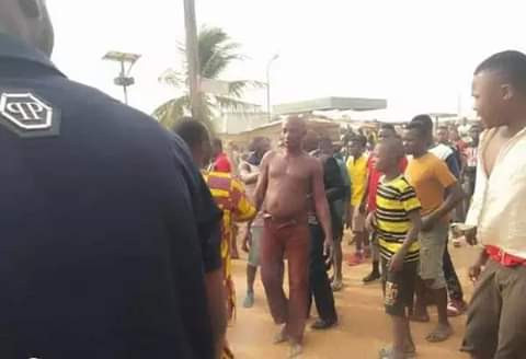 Angry mob sets notorious robber ablaze in Benue
