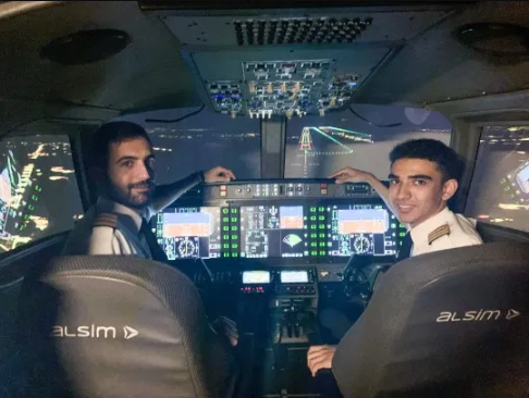 18 Years old boy becomes UK's youngest commercial pilot after his mum sold her home to fund his dream