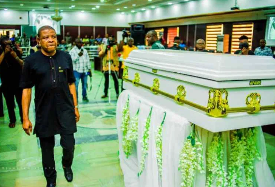 Ex-Imo governor, Ihedioha debunks rumors of viral photo of him crying were taken after hearing supreme court's judgment. 2