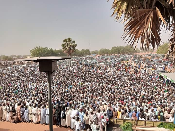 huge crowd attend funeral of Emir of Potiskum's aides killed by gunmen along Kaduna-Zaria Highway