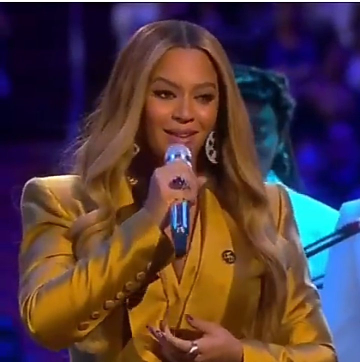 "Beyonce delivers emotional rendition of ""XO"" and ""Halo"" at Kobe Bryant and Gigi's farewell ceremony"