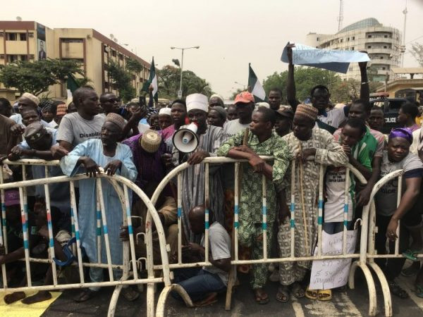 Lagos beggars protest at Governor Sanwo-Olu's office and House of Assembly lindaikejisblog 2