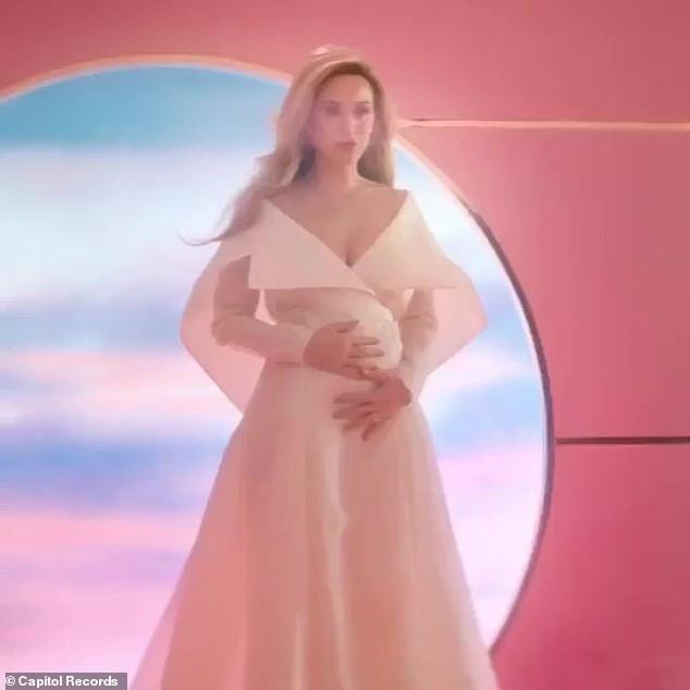 Pregnant Katy Perry and fiance Orlando Bloom to postpone their wedding over coronavirus fears, All9ja