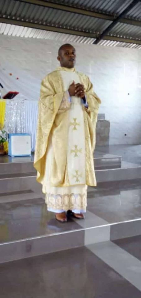 Catholic Priest found dead in his car in Anambra lindaikejisblog  3