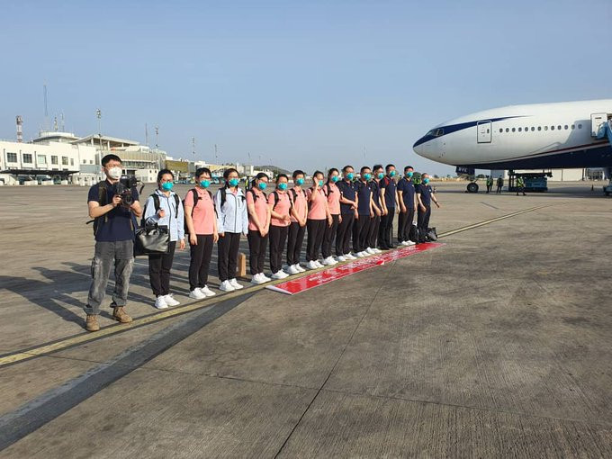 15 Chinese doctors arrive Nigeria despite protest from Nigerian doctors lindaikejisblog 2
