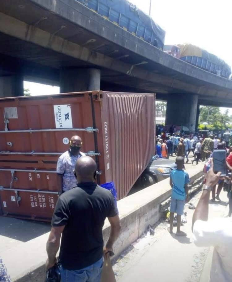 3 men walk away unscathed after a container fell on a car they were travelling in at Apapa lindaikejisblog 1