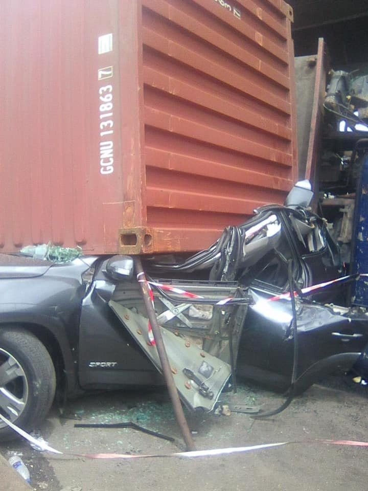 3 men walk away unscathed after a container fell on a car they were travelling in at Apapa lindaikejisblog 3