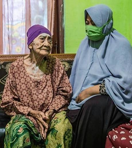 100-year-old Indonesian woman beats COVID-19 (Photos)