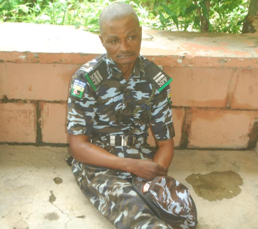 Dismissed police officer arrested after he mounted a checkpoint to extort the public in Niger state (photo), All9ja
