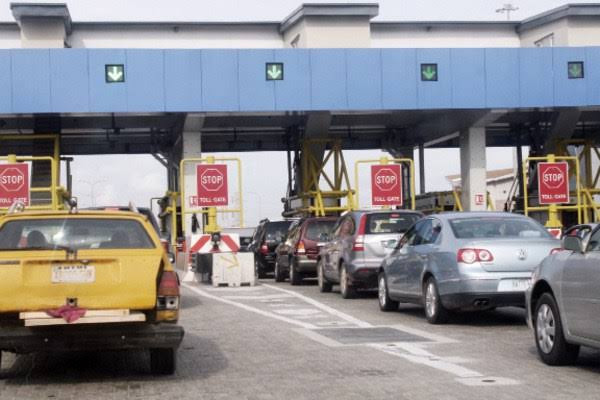 Staff who works at Lekki toll gate tests positive for COVID-19 yet the company is still carrying out operations as normal –  Mum accuses LCC of being irresponsible, All9ja