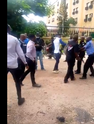 You don't have the right to protest - Policemen say as they assault young Nigerians protesting against increased electricity tariff lindaikejisblog