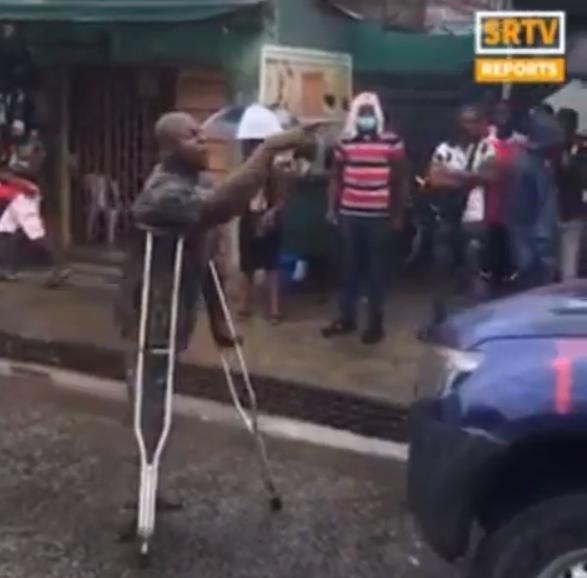 Physically challenged man blocks police van, demands release of protester lindaikejisblog