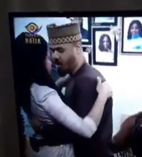 Moment Nengi curved Ozo when he tried kissing her after he was evicted lindaikejisblog